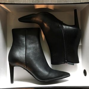 Kendall & Kylie Classic Leather Booties